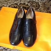 Новые подростковые туфли - крассовки. НАТУРАЛЬНАЯ КОЖА,черные ,классические ,на липучках. Донецк