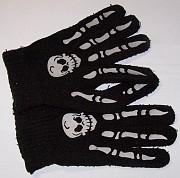 Перчатки с черепом. Цена 50 руб.