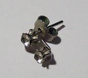 Серьга-гвоздик с двумя камнями. Цена 40 руб. Макеевка