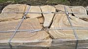 камень дикарь желто-коричневый ровный с разводами
