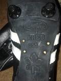 Продам НОВЫЕ кожаные бутсы(+ запасные шипы 12штук) размер 25.5(39) Луганск