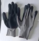 Перчатки нейлоновые с рельефным латексным покрытием, серо-черные. Макеевка